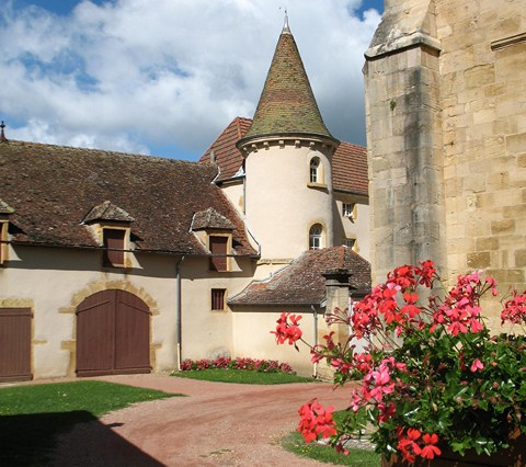 French walking holiday chardonnay brionnais semur burgundy